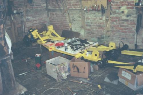 Montage von Fahrwerk und Antrieb