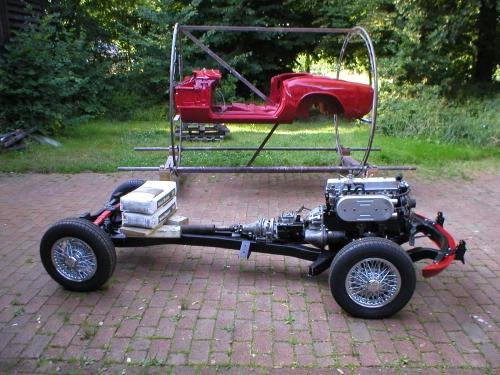 Karosse und Fahrgestell werden zusammengeführt
