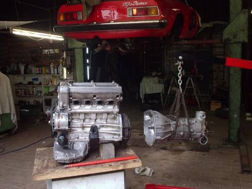 Zusammenbau von Motor und Getriebe